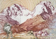 Alpinist och snö-korkade berg på banken för Peru 500 intis 1987 Royaltyfri Fotografi