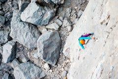 Alpinista in casco Fotografia Stock