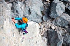 Alpinista in casco Fotografie Stock