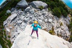 Alpinista in casco Fotografia Stock Libera da Diritti