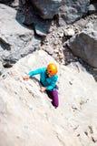 Alpinista in casco Immagini Stock Libere da Diritti