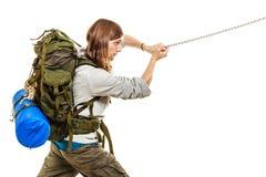 Alpinista che fa un'escursione la montagna rampicante della roccia Immagini Stock