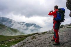 Alpinista che prende immagine Fotografie Stock Libere da Diritti