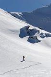 Alpinista che scala un fronte ripido Fotografia Stock