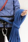 Alpinista con attrezzatura rampicante Fotografie Stock Libere da Diritti