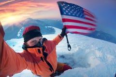 Alpinista con la bandiera di U.S.A. Fotografia Stock