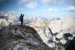 Alpinista con lo zaino Fotografia Stock Libera da Diritti