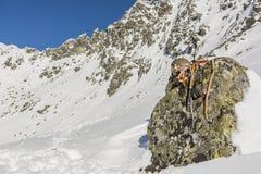 Alpinista dell'attrezzatura di inverno Fotografia Stock Libera da Diritti