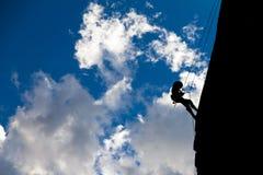 Alpinista della siluetta Fotografia Stock Libera da Diritti