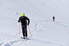 Alpinista dello sci durante la concorrenza in montagne carpatiche Immagine Stock Libera da Diritti