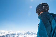 Alpinista dello sci nell'inverno Immagini Stock