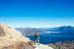 Alpinista di Italia-Baveno-Piemonte 10 marzo 2017 avanti via ferrat Fotografia Stock