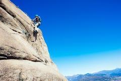 Alpinista di Italia-Baveno-Piemonte 10 marzo 2017 avanti via ferrat Immagini Stock Libere da Diritti