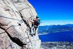 Alpinista di Italia-Baveno-Piemonte 10 marzo 2017 avanti via ferrat Fotografia Stock Libera da Diritti