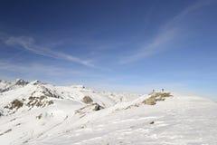 Alpinista en el top imagenes de archivo