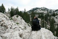 Alpinista/godere della vista Immagine Stock