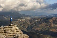 Alpinista nella gola Fotografie Stock Libere da Diritti