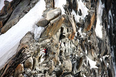 Alpinista su una cresta in alpi francesi Fotografia Stock