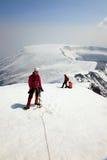 Alpinista sulla cima del vulcano di Ostriy Tolbachik. Fotografia Stock Libera da Diritti