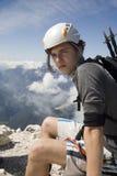 Alpinista sulla sommità Immagine Stock