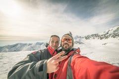 Alpinisten selfie op de bovenkant Stock Fotografie