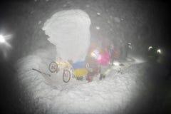 Alpinisti e una bicicletta per il nuovo anno su Goverla Fotografie Stock