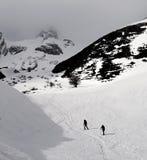 Alpinisti nelle montagne 3 di Snowy Fotografie Stock