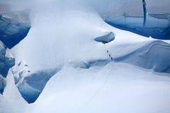 Alpinisti su un ghiacciaio Immagini Stock