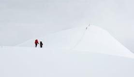 Alpinisti sulla traccia Fotografia Stock
