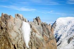 2 alpinists na górze скалы в Альпах Стоковые Изображения RF