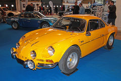 Alpino amarelo Fotografia de Stock Royalty Free