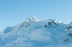 Alpint fjällängberglandskap på St Moritz Arkivbild