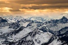 Alpint landskap av bergskedjor på solnedgången, Bayern, Tyskland Royaltyfri Bild
