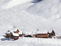 Alpint landskap av dolomitesna med sn? Trentino royaltyfria foton