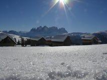 Alpint landskap av dolomitesna med sn? Trentino arkivbild