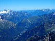 Alpint landskap för bergområde från Aiguille du Midi Royaltyfria Foton