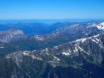 Alpint landskap för bergområde från Aiguille du Midi Arkivfoto