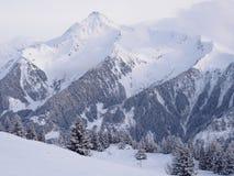 Alpint landskap för vinter i Österrike arkivfoto