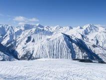 alpint liggandeberg arkivbild