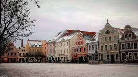 alps покрыли древесины зимы малого снежка места дома швейцарские Городская площадь и старое историческое здание Стоковые Фотографии RF