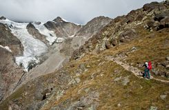 alps hiking швейцарская женщина Стоковое Изображение