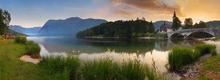 Alps i Slovenien - lake Bohinj Arkivbild