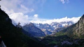 Alps kształtują teren w Courmayeur terenie Fotografia Royalty Free