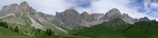 alpsdolomitiitaly panorama- sikt Arkivbilder