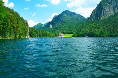 Alpsee sjö på Hohenschwangau nära Munich i Bayern Royaltyfri Bild