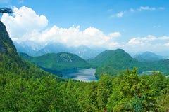 Alpsee sjö på Hohenschwangau nära Munich i Bayern Arkivbild