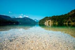 Alpsee sjö på Hohenschwangau nära Munich i Bayern, Tyskland Arkivfoton