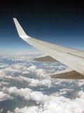 alpsflyg över royaltyfria foton