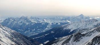 alpsliggandeserie Arkivfoto
