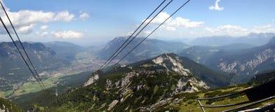 alpspitze被看见的加米施-帕藤吉兴 免版税库存图片